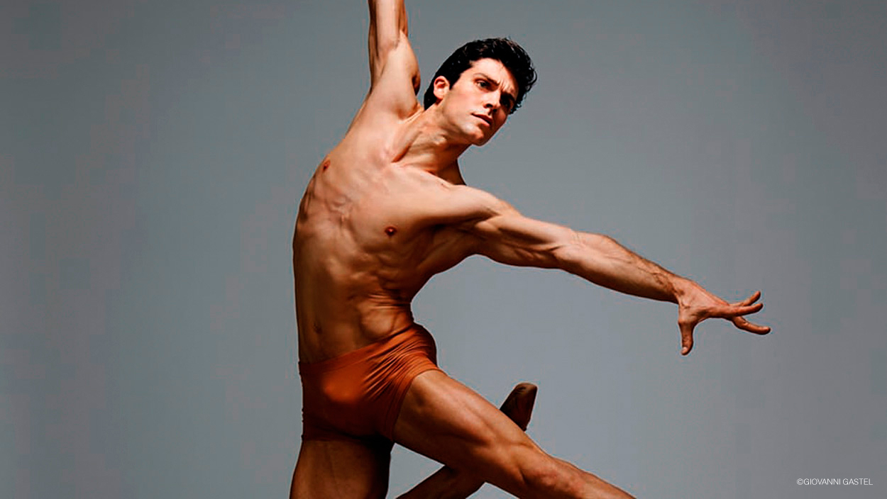 Roberto Bolle elegance on stage