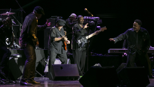 Peralada balla amb Earth, Wind and Fire Experience feat. Al McKay Allstars